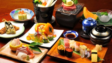 Булочки, суши, японская еда, фрукты, овощи