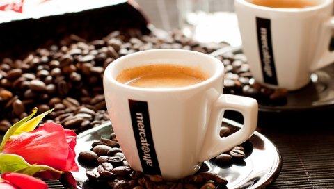 Кофе, капучино, пена, кофейные бобы, розы