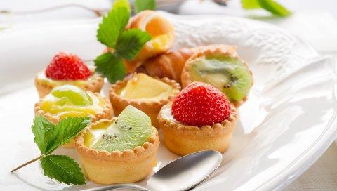 Торты, пироги, фрукты