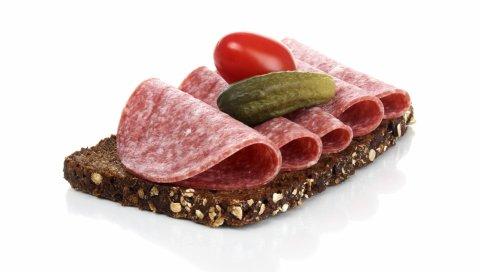 Сэндвич, колбаса, помидор, огурец