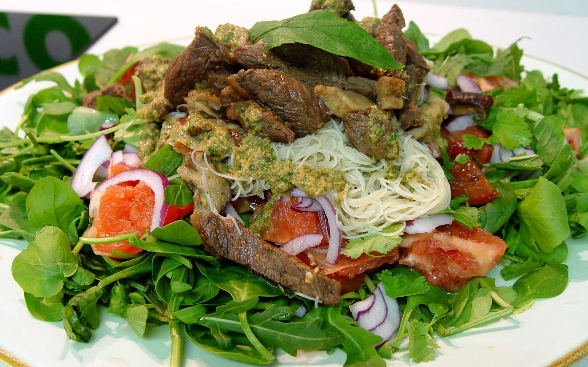 Картинки Мясо, макароны, зелень, овощи, соус фото и обои на рабочий стол