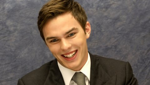 Nicholas hoult, улыбка,