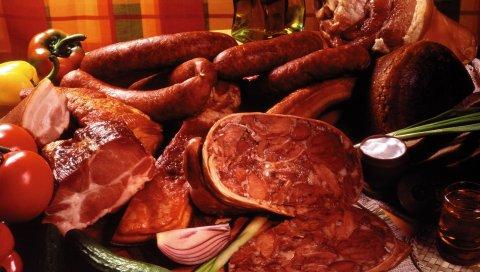 Мясо, колбаса, помидоры, сочные