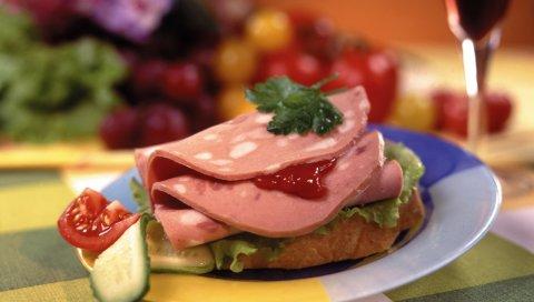 Сэндвич, мясо, огурцы, помидоры