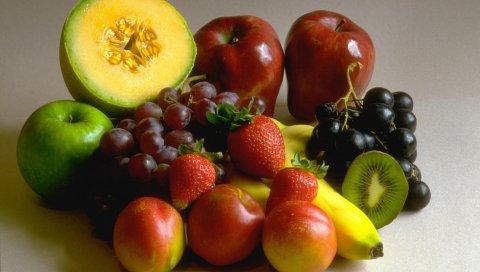 Виноград, яблоки, бананы, киви, клубника