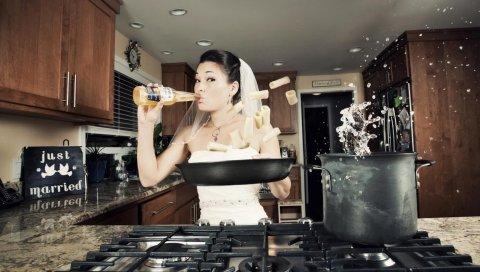 Девушка, невеста, кухня, еда, пиво, кастрюля