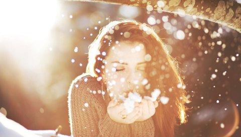 Девушка, брюнетка, лицо, снег, блики