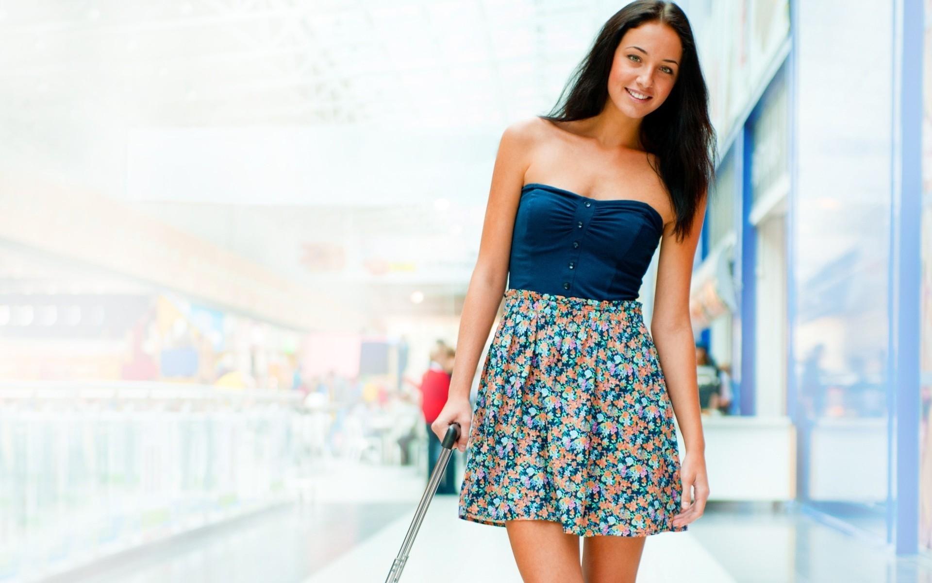 Картинки Девушка, платье, улыбка, брюнетка, красивая фото и обои на рабочий стол