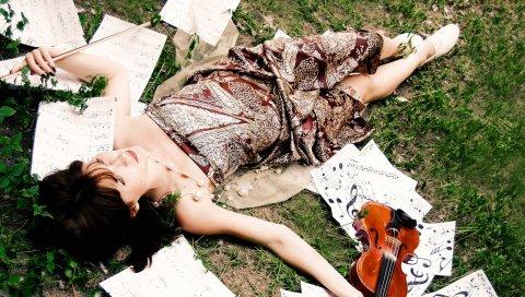 Девушка, трава, скрипка, ложь, музыка, листья