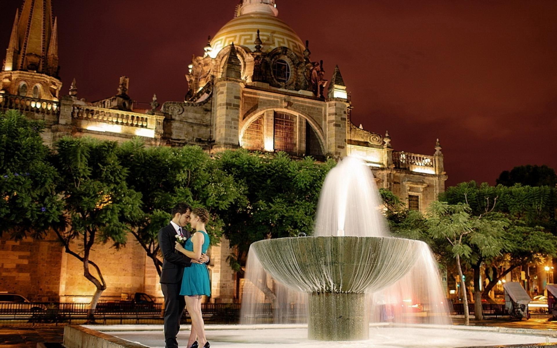 Картинки Город, ночь, фонтан, мальчик, девушка фото и обои на рабочий стол