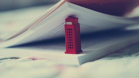 Игрушка, телефонная будка, книга