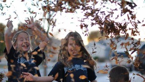 Дети, листья, природа, счастье