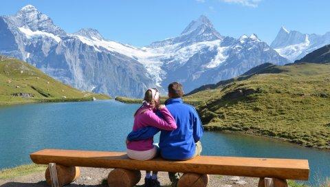 Пара, скамейка, гора, озеро, объятие, дата, романтика