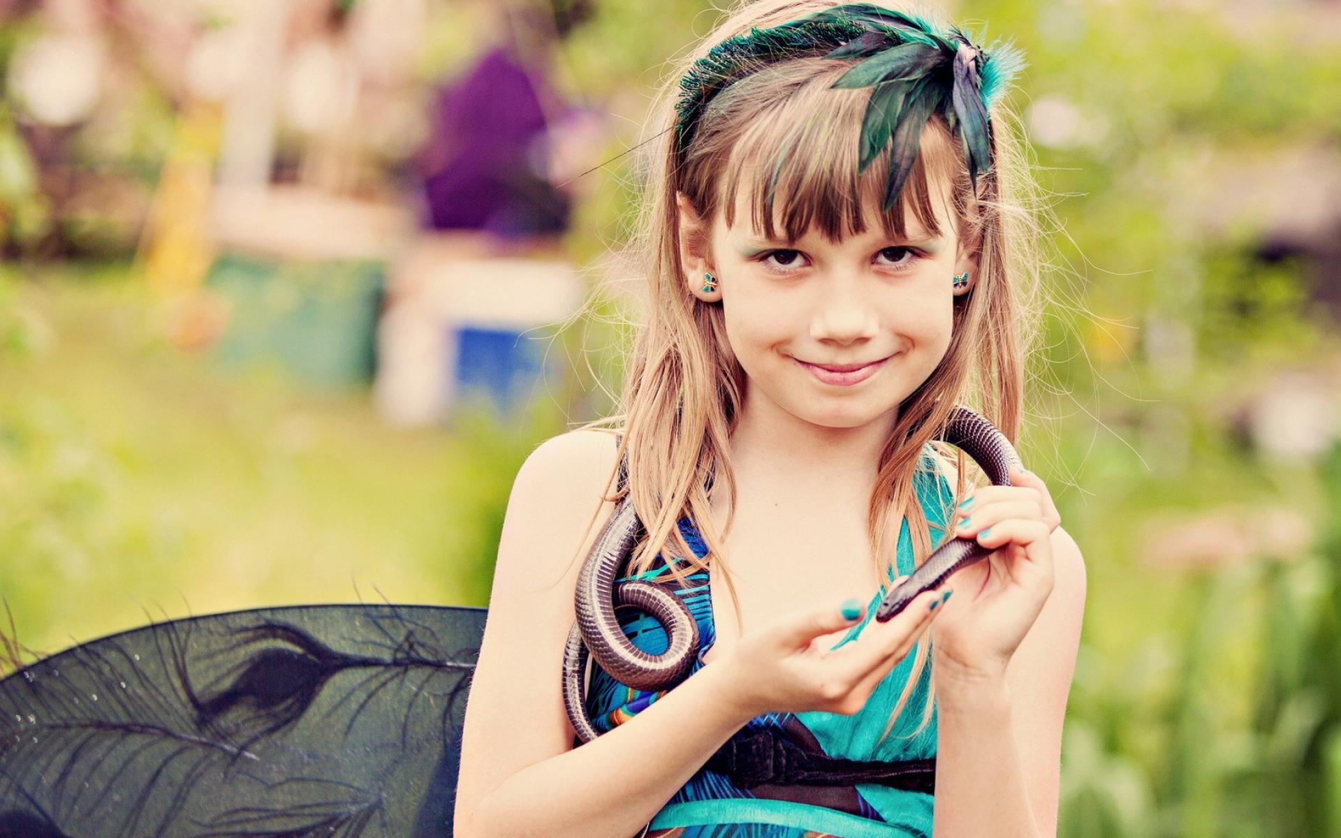 Картинки Девушка, змея, модель, фотосессия фото и обои на рабочий стол