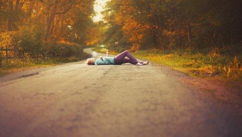 Дорога, девушка, осень, настроение
