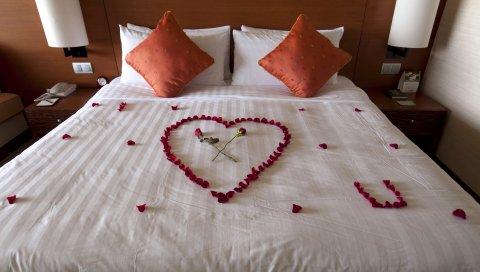 Кровать, комната, романтика, цветы