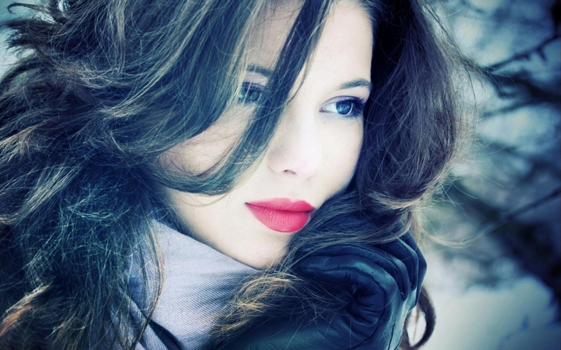 Картинки Голубые глаза, девушка, волосы, губная помада, макияж фото и обои на рабочий стол