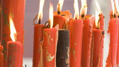 Свечи, фарфор, персонажи