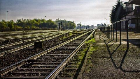 Железная дорога, трава, небо