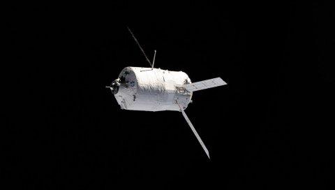 Беспилотный грузовой корабль, космос, полет