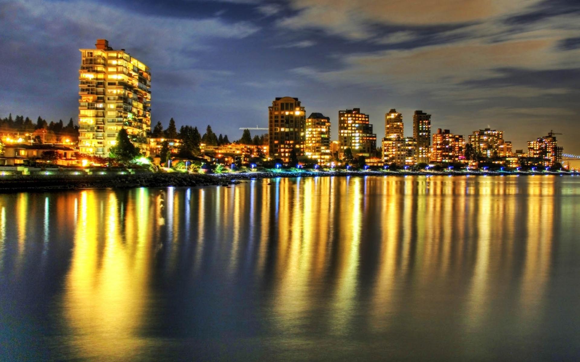 Картинки Здания, река, отражение, ночь, пляж фото и обои на рабочий стол