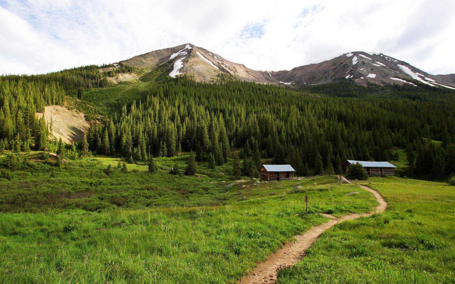 Картинки Тропинка, дом, горы, вершины, дерево, снег, небо, зеленый, лето, уединение фото и обои на рабочий стол
