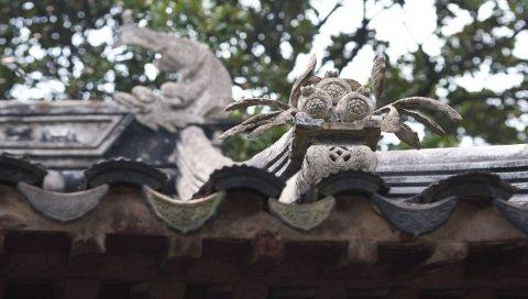 фарфора, форма крыши, фигуры на