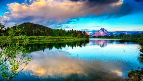 Озеро, горы, облака, небо, ярко, гладкая вода, контраст