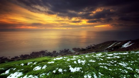 снег, трава, зеленый, берег, море, облака, небо, оранжевый, закат, аномалия