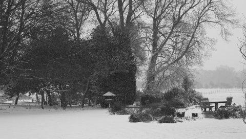 Зима, снегопад, парк, деревья, стол