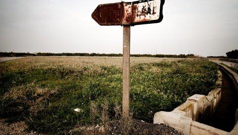 Знак, плита, ржавчина, канал, поле, тупость