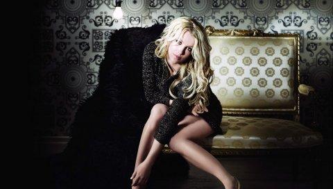 Бритни Спирс, блондинка, платье, стиль, жест, тень, диван