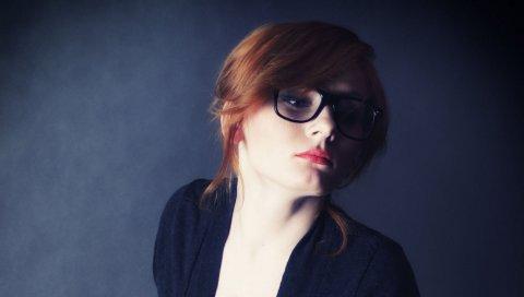 рыжей, очки ,