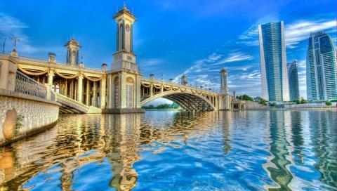 Река, вода, поверхность, рябь, мост, арки, дома, здания, небоскребы, небо, пейзаж