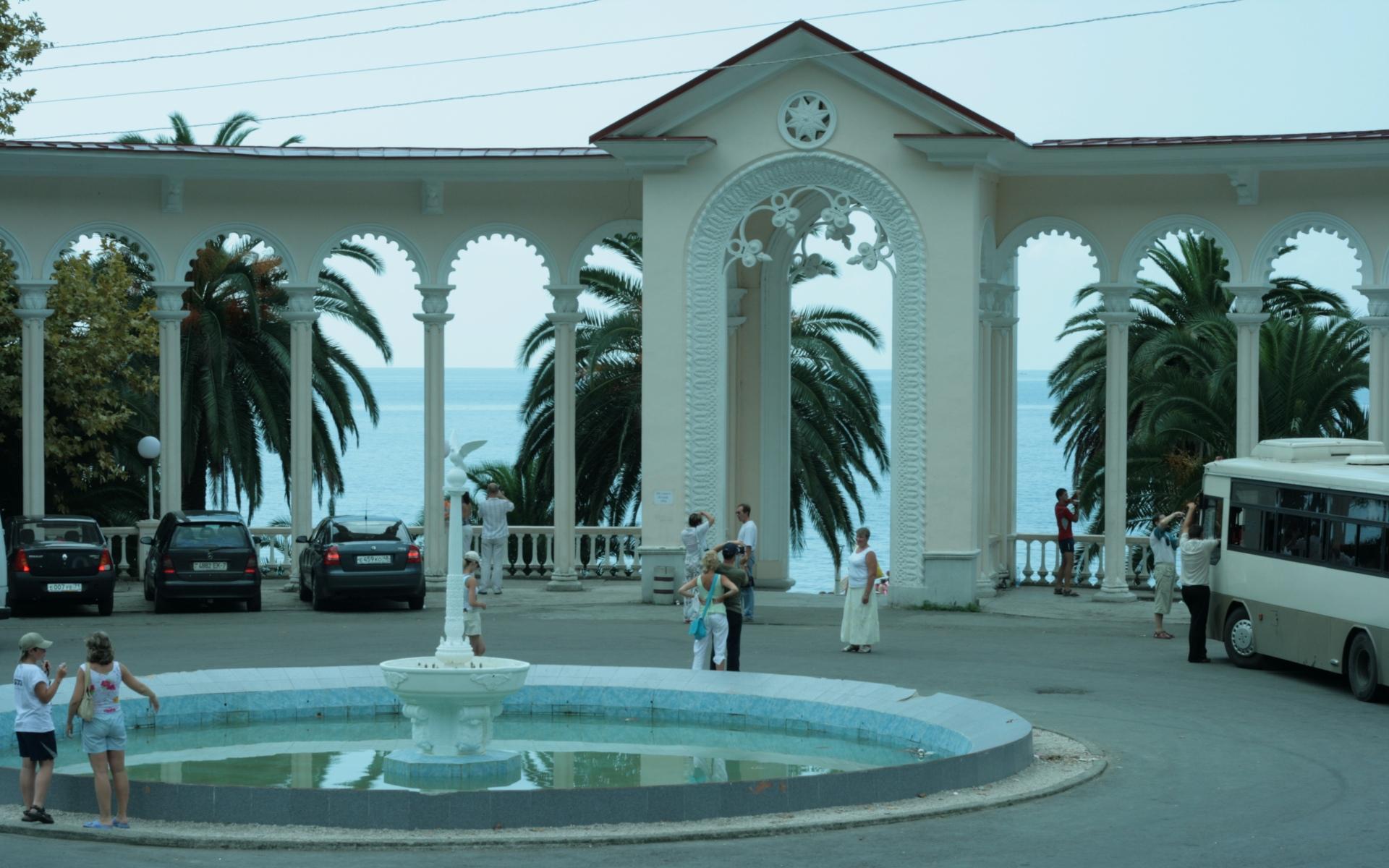Картинки Абхазия, гагра, набережная, арка, достопримечательности фото и обои на рабочий стол
