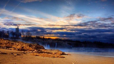 Пляж, песок, освещение, дом, море, небо, вечер