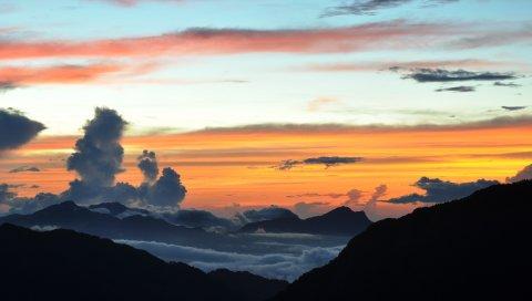 Облака, горы, слои, высота, цвета, оттенки, краски, снижение, вечер