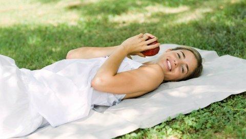 Девушка, брюнетка, платье, вниз, яблоко, гольф, отдых