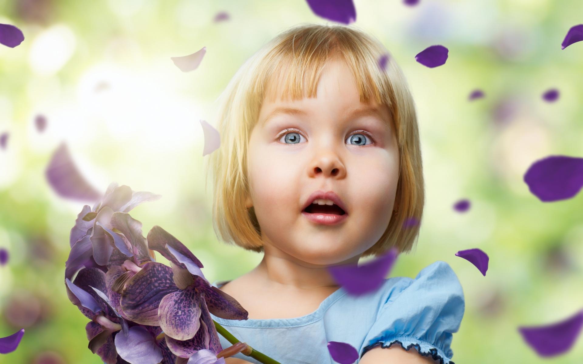 Картинки Девушка, ребенок, лепестки, полет фото и обои на рабочий стол