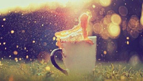Чашка, всплеск, карамель, боке, факел, трава