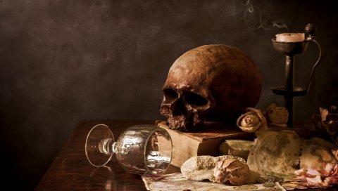 Стол, череп, свеча, стекло, раковины, книга