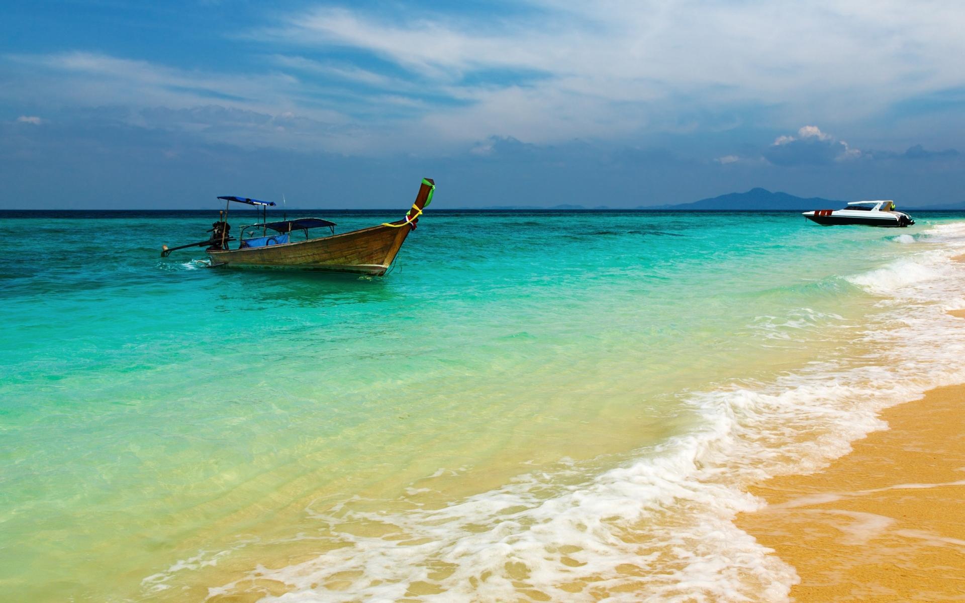 Картинки Лодка, берег, дерево, пена, песок, синяя вода, отдых, курорт, залив фото и обои на рабочий стол