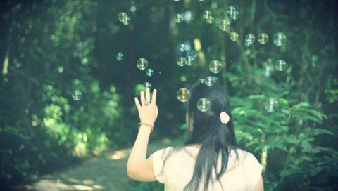 Брюнетка, спина, рука, пузыри, природа, фон