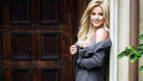 Julianne hough, блондинка, стенд, дверь, стиль, улыбка