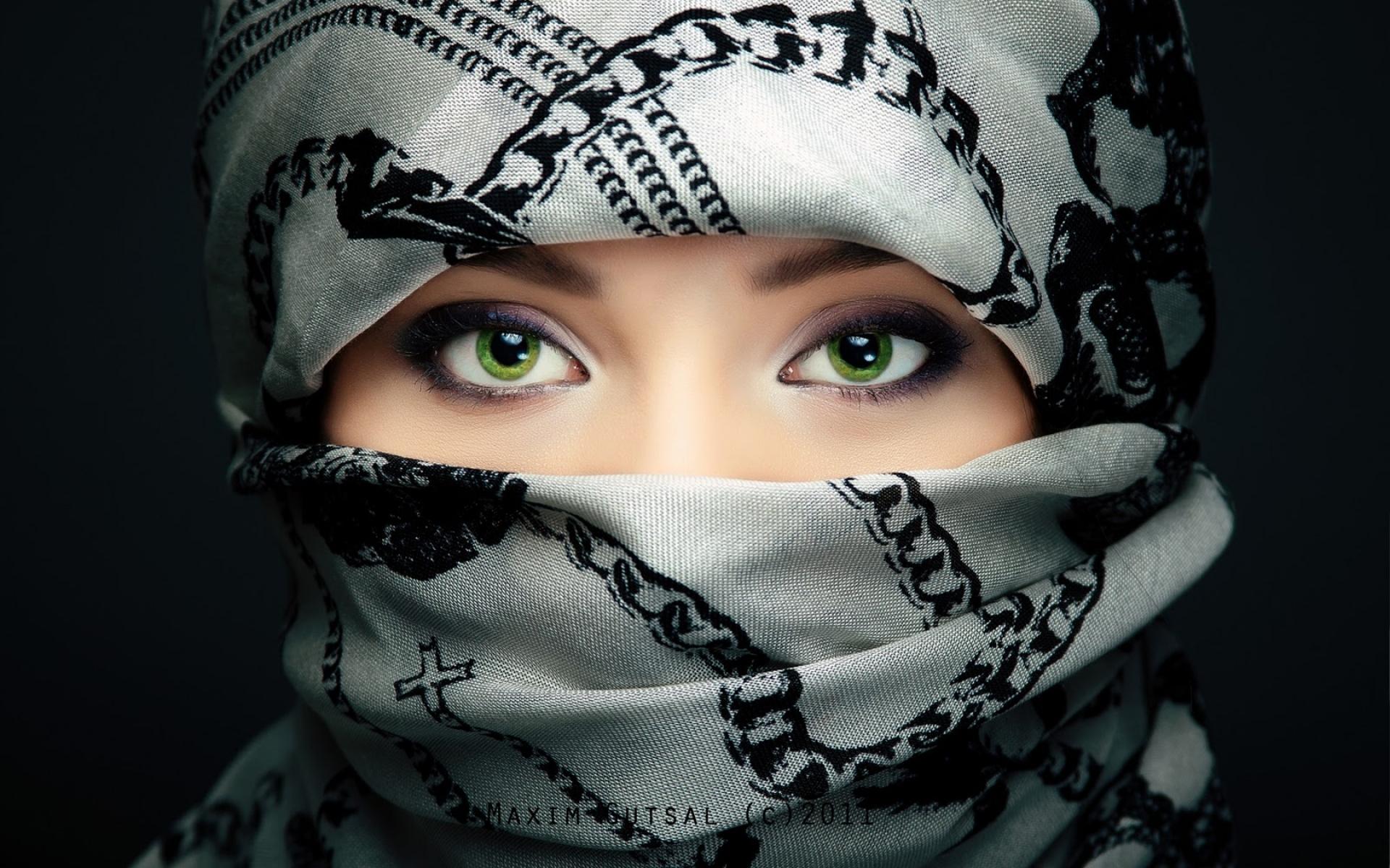 Картинки Девушка, шарф, глаза фото и обои на рабочий стол