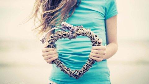 Руки, сердце, сплетение, футболка