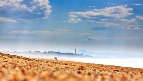 Пляж, берег, песок, туман, силуэты