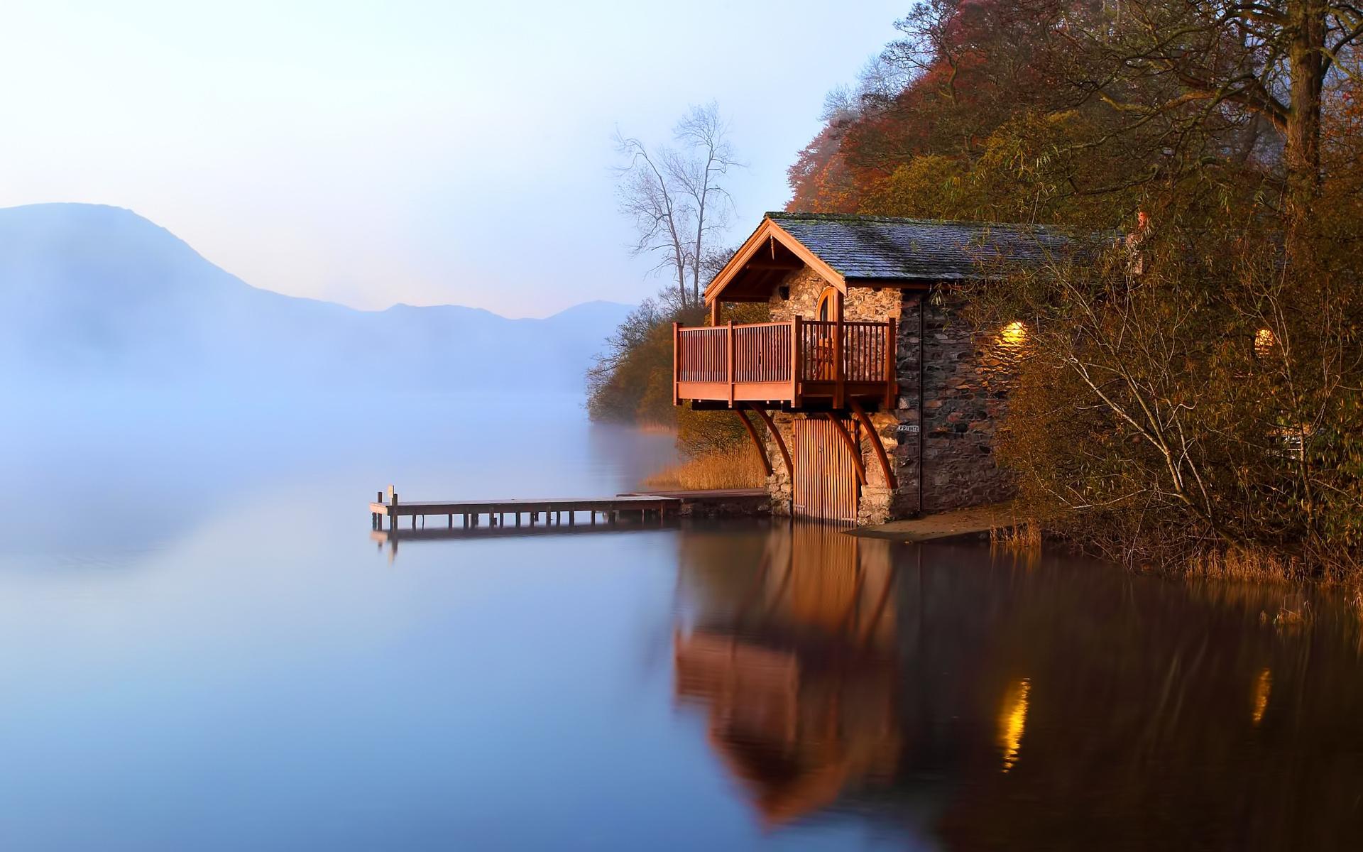 Картинки Озеро, домик, причал, пирс, утро, свет, лампы, побережье фото и обои на рабочий стол