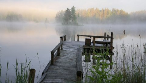 Пирс, скамейка, озеро, туман, прохладно