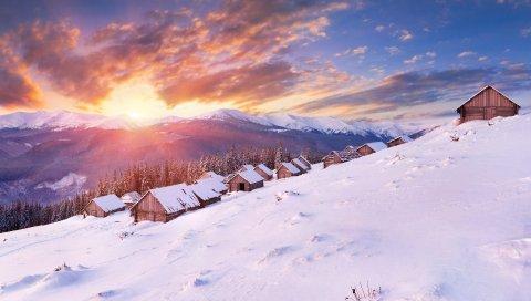 Дома, снег, склон, горы, закат, солнце, вечер, свет, лес